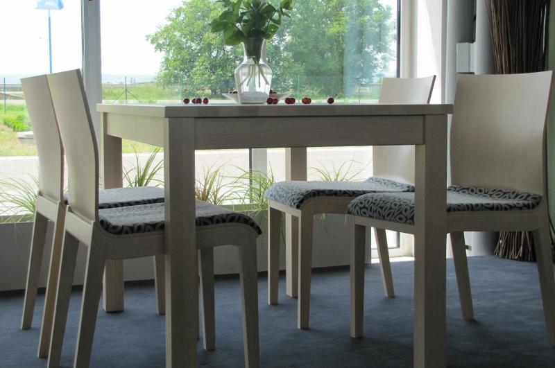 Stôl BAKO, stolička WAVE - čalúnená
