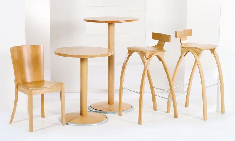 Stolička PENTA + stôl SAGA + stolička LED 1